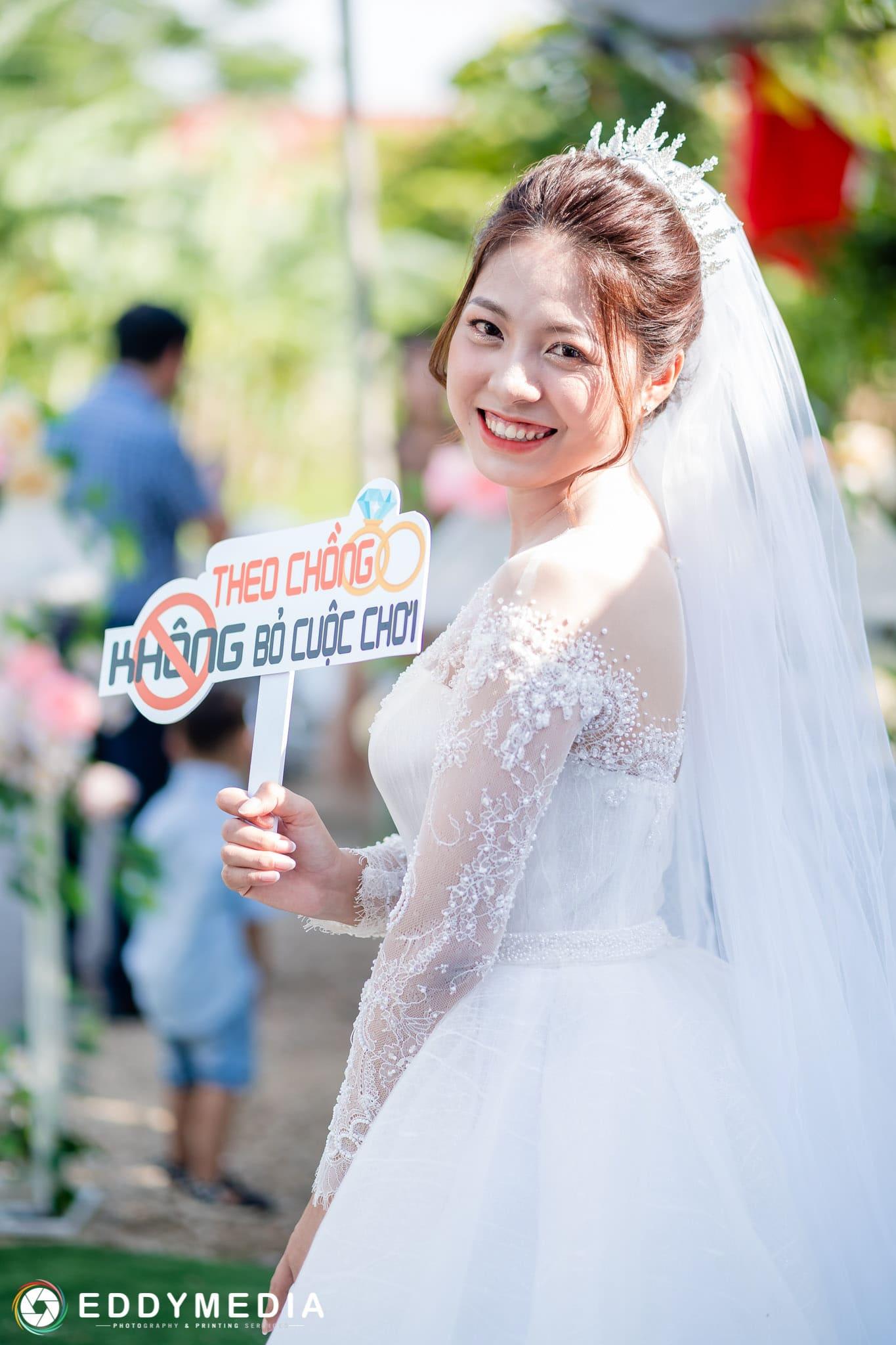 bảng cầm tay chụp hình đám cưới