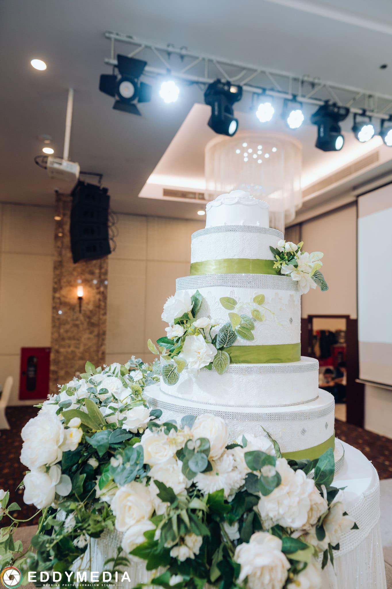 bánh cưới 3 tầng